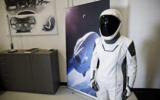 SpaceX của tỷ phú Elon Musk cung cấp áo công nghệ cao cho NASA lên mặt trăng