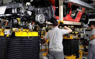 Thiếu chip và dịch bệnh khiến sản lượng ô tô giảm xuống mức thấp nhất kể từ năm 1956