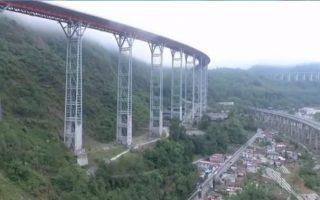 Trung Quốc xây dựng đường cao tốc 'lên trời'