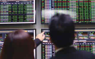 VN-Index hưng phấn tăng điểm khi nhóm ngân hàng, chứng khoán bứt phá