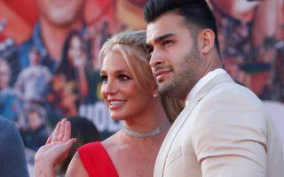 Britney Spears tiết lộ chuyện đính hôn với nam diễn viên Sam Asghari