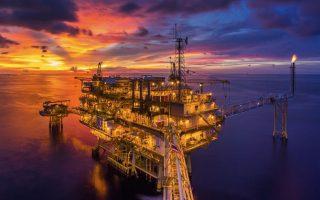 Giá dầu duy trì mức cao nhất trong nhiều năm khi khủng hoảng năng lượng bao trùm